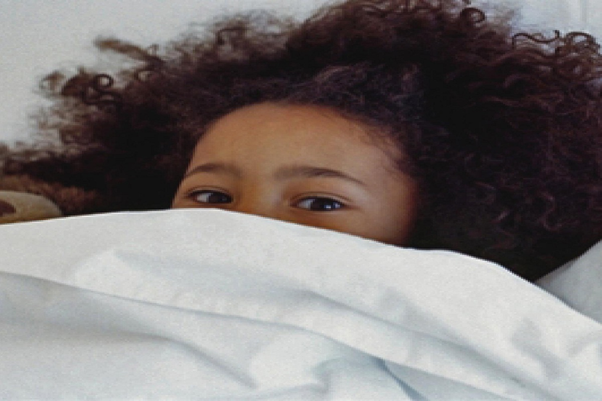 دلایل ترس از تاریکی کودک و راهکارهای از بین رفتن آن